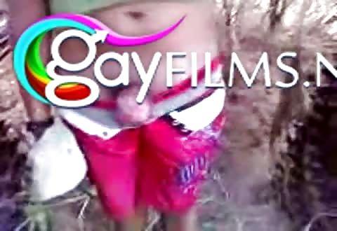 Door een inheemse homo in zijn ass geketst